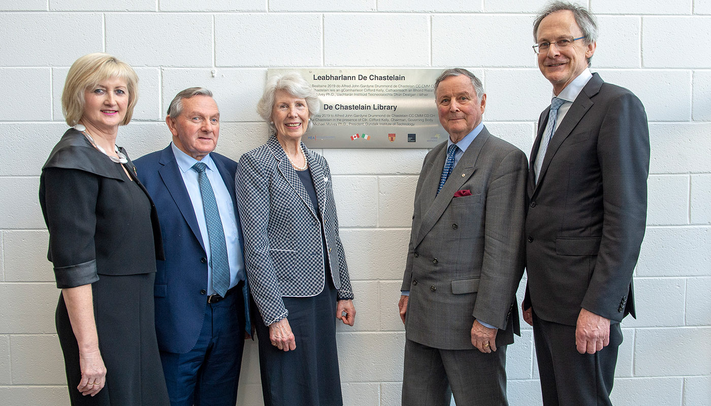 Sheila Flanagan (DkIT), Cllr Clifford Kelly, MaryAnn de Chastelain, General John de Chastelain with DkIT President, Michael Mulvey, PhD at the unveiling of the new de Chastelain Library Plaque